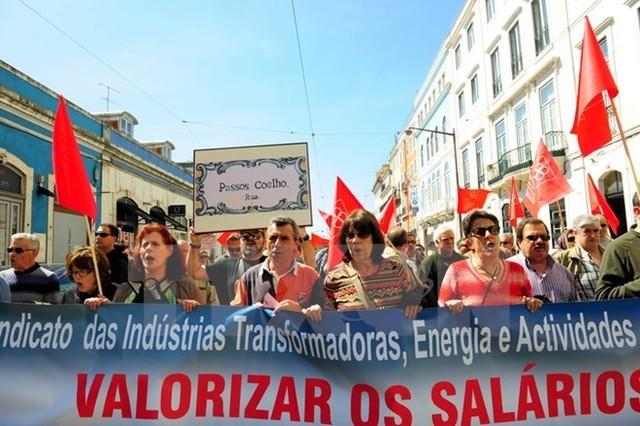 Biểu tình tại Bồ Đào Nha phản đối các biện pháp thắt lưng buộc bụng của chính phủ. (Nguồn: THX/TTXVN)