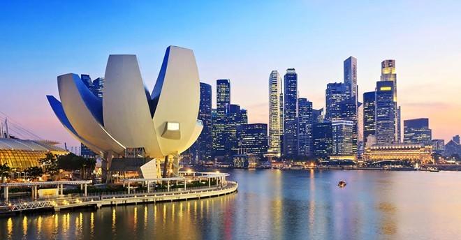 Mọi người đều nói tiếng Anh: Dù là một quốc gia châu Á, tiếng Anh là ngôn ngữ phổ biến ở Singapore, khiến cuộc sống của những người nước ngoài khi mới tới đây dễ dàng hơn rất nhiều. Hầu hết mọi người đều có thể nói tiếng Anh, các biển báo, biển chỉ đường đều có tiếng Anh. Ảnh: Eps.