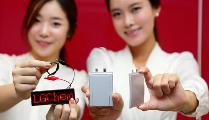 Bộ phận phát triển và sản xuất pin của 2 ông lớn Hàn Quốc đều đang tích cực đi tìm lời giải cho vấn đề lớn nhất đối với các thiết bị thời trang công nghệ: thời lượng pin quá ngắn.