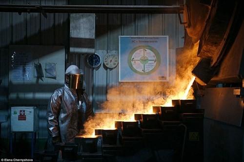 Cuộc sống trong mỏ vàng lạnh giá nhất thế giới - ảnh 2