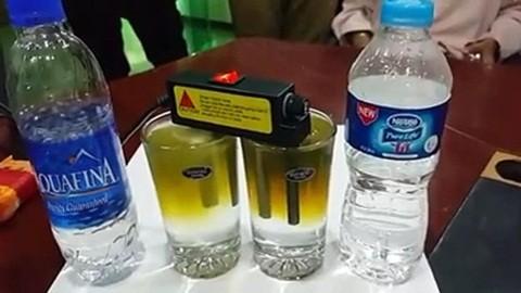 Thí nghiệm chứng minh rằng Aquafina không hề sạch