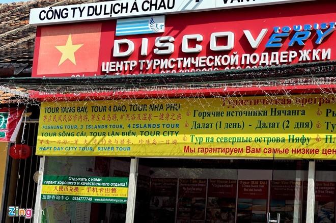 Biển hiệu ở Nha Trang tràn ngập tiếng Trung Quốc