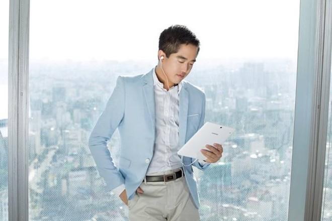 Năm 2015, Edward được tạp chí Forbes Việt Nam bình chọn là một trong 30 gương mặt dưới 30 tuổi nổi bật.