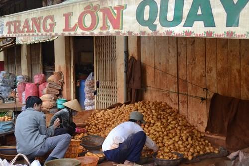 """Bất ngờ """"mở cửa"""" cho khoai tây Trung Quốc vào chợ nông sản Đà Lạt 2"""