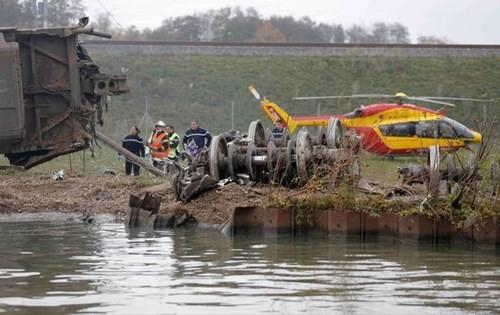 Tàu cao tốc Pháp trật đường ray, 42 người thương vong - ảnh 2