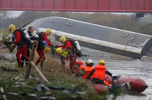 Tàu cao tốc Pháp trật đường ray, 42 người thương vong - ảnh 3