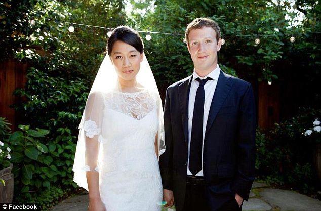 Mark cùng với người vợ của mình là Priscilla Chan được ví như phiên bản thứ 2 của tỷ phú Bill Gates và người vợ Melinda Gates.