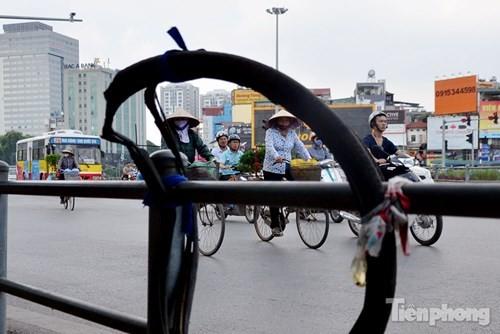 Những 'ám hiệu' trong kinh doanh ở vỉa hè Hà Nội - ảnh 6