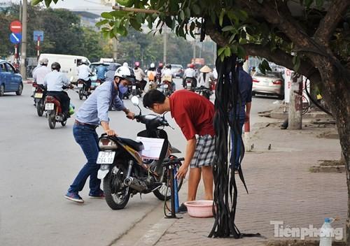Những 'ám hiệu' trong kinh doanh ở vỉa hè Hà Nội - ảnh 4