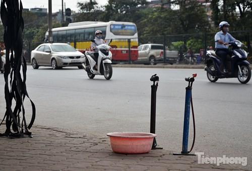 Những 'ám hiệu' trong kinh doanh ở vỉa hè Hà Nội - ảnh 3