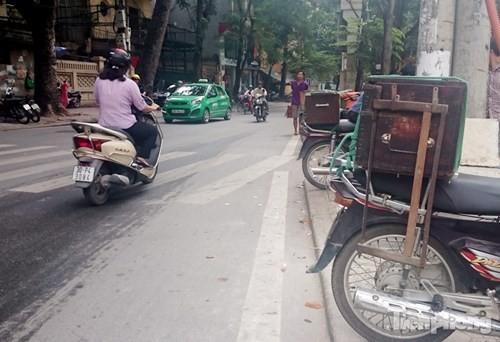 Những 'ám hiệu' trong kinh doanh ở vỉa hè Hà Nội - ảnh 10