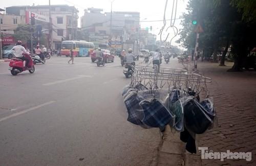 Những 'ám hiệu' trong kinh doanh ở vỉa hè Hà Nội - ảnh 9