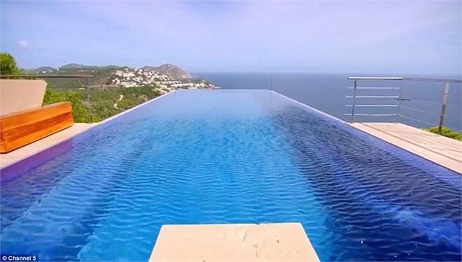 Giá thuê khu villa ở mức 70000 bảng Anh (khoảng 2 tỷ đồng) một tuần, lí do vì sao dường như đây là xứ sở dành riêng cho giới giàu có.