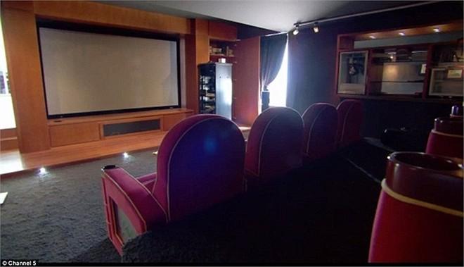 Rạp chiếu phim riêng chuyên nghiệp.