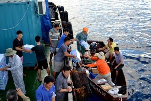 Tàu chiến Trung Quốc gia tăng vây ép tàu dân sự Việt Nam - ảnh 1