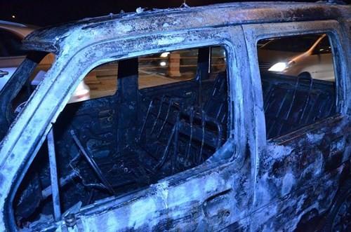 Ô tô đang chạy bất ngờ cháy trơ khung giữa cầu Thanh Trì - ảnh 4