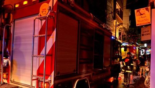Quán cà phê 4 tầng phát hỏa, khách hàng hoảng loạn tháo chạy - ảnh 2