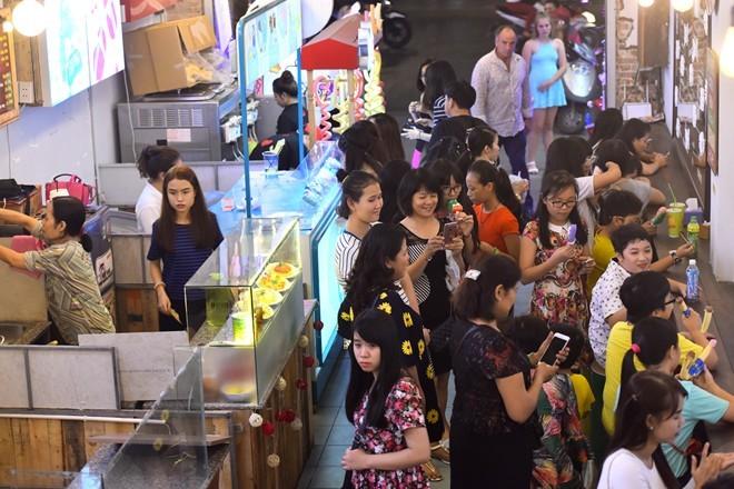 Thuê mặt bằng đất vàng mở dịch vụ bình dân ở Sài Gòn