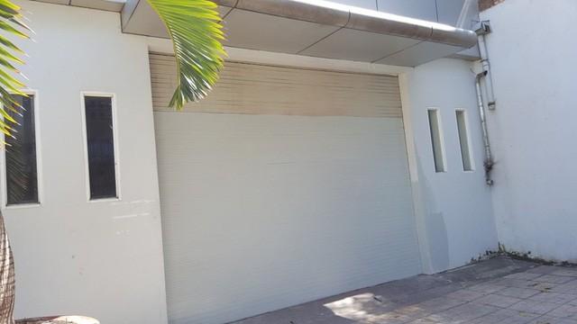 Phòng giao dịch bán hàng cũng trong tình trạng cửa đóng then cài.