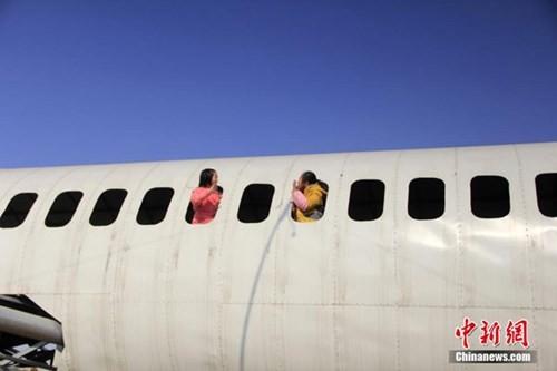 Lão nông chi nửa tỷ chế 'máy bay' Boeing 737 khổng lồ - ảnh 6