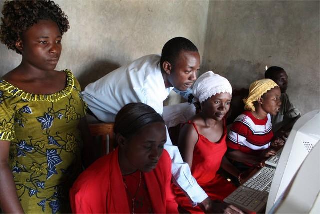 1. Uganda Có tới 28,1% dân số Uganda là . Công việc ở Uganda phát triển mạnh sau khi nước này thoát khỏi hàng thập kỷ nằm dưới chế độ độc tài. Hệ thống cáp quang phát triển đưa Internet tới những khu vực xa xôi đang giúp ích nhiều cho công việc doanh ở Uganda.