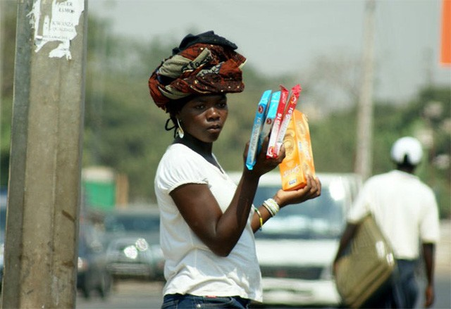 kinh doanh 5. Việt Nam Tỷ lệ dân số trưởng thành tự kinh doanh ở Việt Nam là 13,3%. Việt Nam nổi tiếng với những cửa hiệu nhỏ trên phố và những người bán hàng rong. 4. Cameroon Tại Cameroon, 13,7% dân số trưởng thành chọn con đường tự , trong đó nhiều người làm trong các lĩnh vực dịch vụ và thực phẩm. 3. Brazil 13,8% dân số trưởng thành của Brazil là , chủ yếu là những người bán hàng đơn lẻ. Khoảng một nửa số của Brazil là phụ nữ. 2. Thái Lan 16,7% dân số trưởng thành của Thái Lan tự , và giao thông là một trong những ngành có nhiều nhất ở nước này. Xe tuk tuk là công cụ phổ biến của người Thái, nhất là ở những khu vực đông dân cư. 1. Uganda Có tới 28,1% dân số Uganda là . Công việc ở Uganda phát triển mạnh sau khi nước này thoát khỏi hàng thập kỷ nằm dưới chế độ độc tài. Hệ thống cáp quang phát triển đưa Internet tới những khu vực xa xôi đang giúp ích nhiều cho công việc doanh ở Uganda.