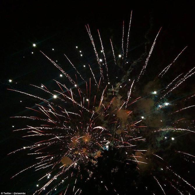 Người dân đã chia sẻ hình ảnh của pháo hoa hiển thị như thường trú Auckland này