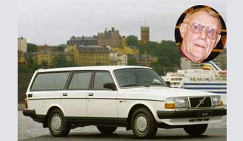 """Chiếc xe """"xoàng xĩnh"""" của cha đẻ thương hiệu IKEA - Ingvar Kamprad"""
