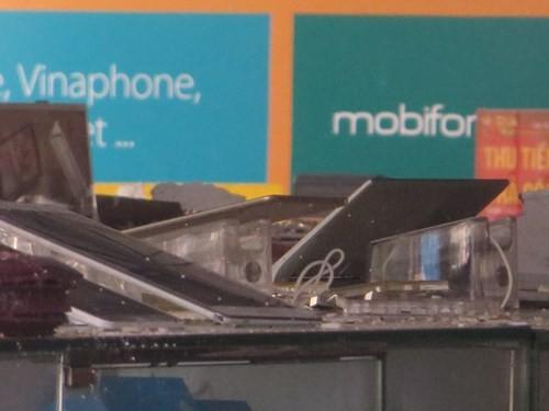 Thế Giới Di Động và những smart phone sót lại sau vụ cháy lớn ở Sài Gòn - ảnh 3