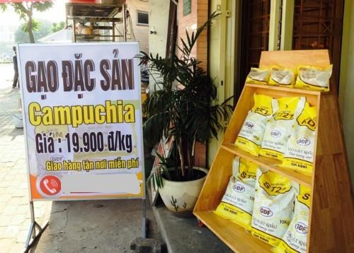 Nhiều cửa hàng bán gạo Campuchia liên tục mọc lên ở TP HCM.