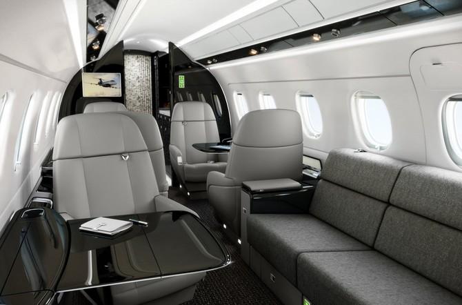 Ngoài ra, Legacy 500 có một phòng tắm ở phía sau và là một trong những chiếc máy bay duy nhất trong lớp của nó để tính năng một bếp ướt.