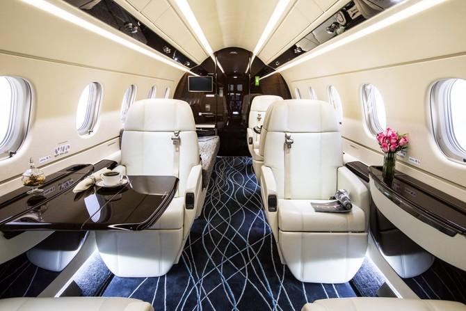 cabin của 500 có thiết kế sàn phẳng, nơi nhiều đối thủ cạnh tranh của nó nghỉ mát để sử dụng một cái giếng sâu trong lối đi để tạo ra đủ chỗ cho hành khách đứng lên.