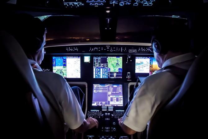 Điều này mang lại phi công nhiều không gian và một cái nhìn rõ ràng hơn về các đồng hồ đo.