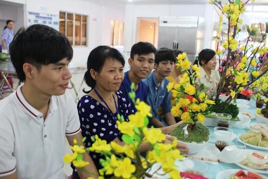 """LĐLĐ quận 1, TP HCM tổ chức chương trình """"Tết cho công nhân ở lại"""" tại Công ty CP Thực phẩm Trung Sơn"""