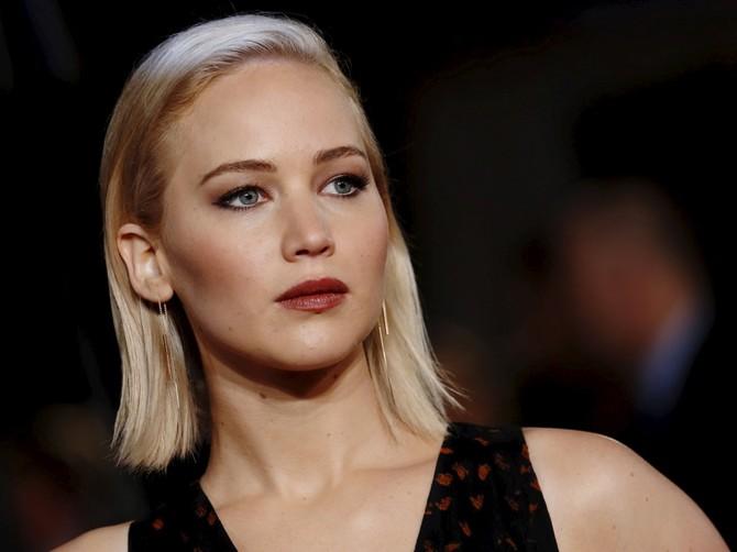 Trong năm 2013, Buffett được thực hiện trên trung bình triệu $ 37 mỗi ngày - nhiều hơn so với những gì Jennifer Lawrence thực hiện trong năm đó.
