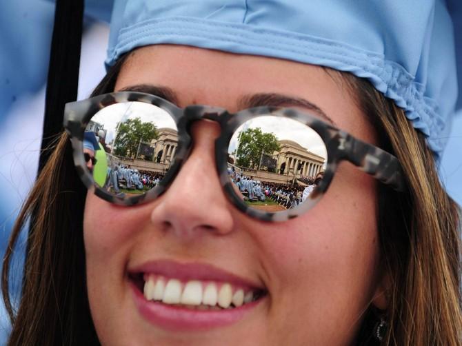 Bạn có thể trả tiền học phí một năm bảy sinh viên những gì Buffett thực hiện trong một giờ vào năm 2013 Columbia.
