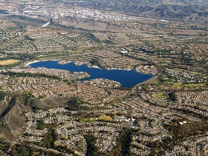 Từ 1963 đến 1967, Bren cũng bận rộn như chủ tịch của Công ty Viejo Mission, một công ty phát triển bất động sản Quận Cam đã thiết kế một 11.000 mẫu Anh, cộng đồng master-kế hoạch.