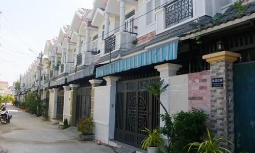 Nhà phố xây sẵn giá rẻ ngoại ô Sài Gòn hút khách