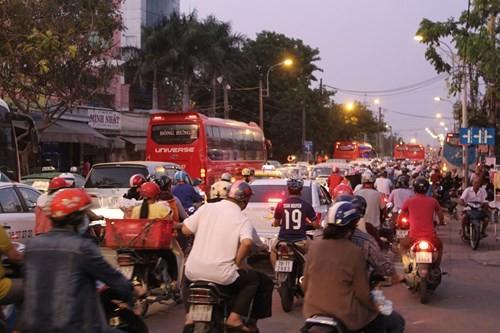 Vì sao bến xe Miền Đông ở giữa Sài Gòn 31 năm sắp dời ra quận 9? - ảnh 2