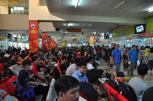 Vì sao bến xe Miền Đông ở giữa Sài Gòn 31 năm sắp dời ra quận 9? - ảnh 1