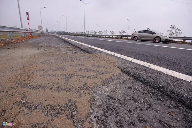 Nguy cơ tai nạn 'rình rập' trên cao tốc Nội Bài - Lào Cai