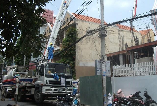 Ăn theo xu hướng bùng nổ này, dự án nhà phố dọc tuyến đường Nguyễn Văn Trỗi dẫn vào sân bay đang mọc lên như nấm, mục đích vẫn là cho thuê dài hạn.