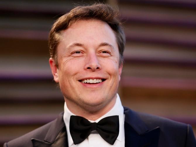 Elon Musk đã điều hành công ty Internet đầu tiên của mình.