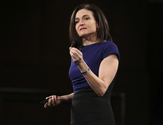 Sheryl Sandberg đã gặp người thầy Larry Summers và đã nhận được một MBA Harvard.