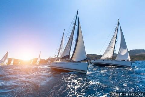 Đua du thuyền triệu USD. Tiêu tốn 8 triệu - 10 triệu USD. Du thuyền là xu hướng của các đại gia trong thời điểm hiện tại. Các đại gia đi du lịch bằng thuyền, tổ chức các bữa tiệc xa hoa trên thuyền và đặc biệt là đua du thuyền. Để có thể cạnh tranh, các đại gia phải tốn hàng triệu USD cho việc độ thuyền