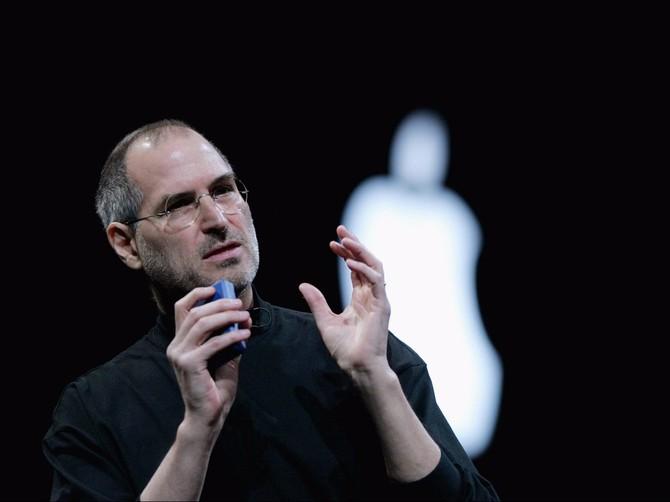 Steve Jobs đã công ty của ông công và trở thành một triệu phú.