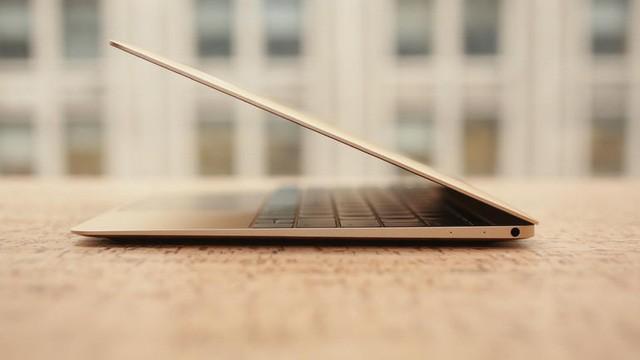 Độ cong vát trên bề mặt của MacBook 12 inch.
