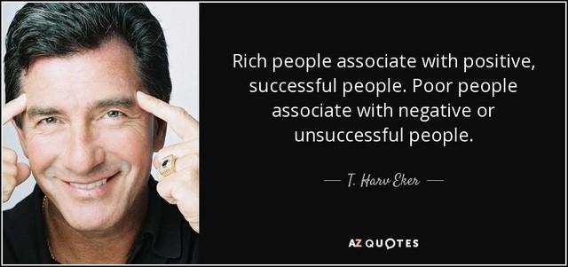 Người giàu giao tiếp với những người tích cực, thành công. Người nghèo kết thân với những người tiêu cực, kém thành công.