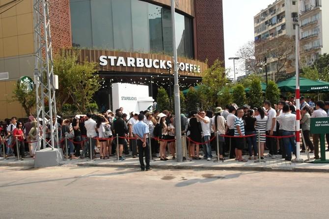 Toan tính kĩ lưỡng, vì sao Starbucks chưa thể hạ gục cà phê Việt?