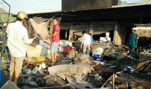 Nhiều hàng hóa bị thiêu rụi, ước tính thiệt hại hơn 5 tỷ đồng. Ảnh: Minh Thi